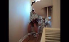 Hot babe pooping