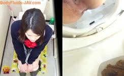Japanese schoolgirl pooping